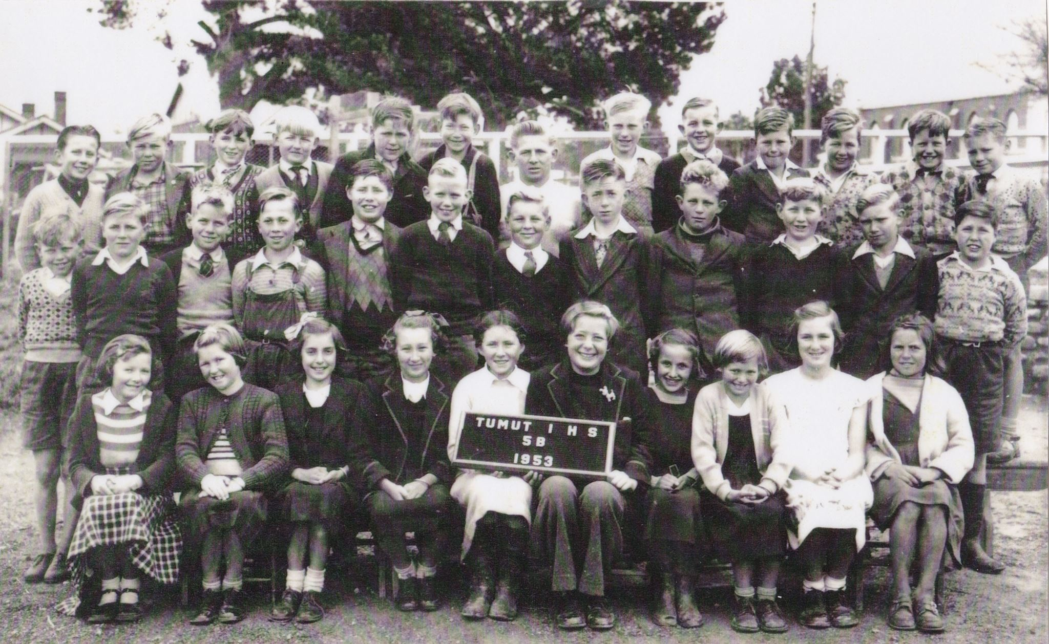 chrisnicholes-tumut-intermediate-high-school-1953